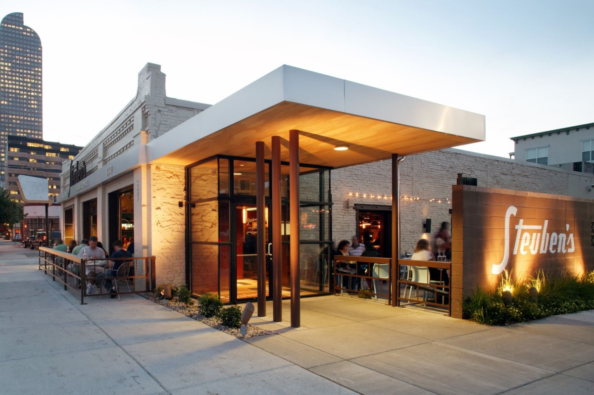 cách thu hút khách hàng đến nhà hàng nhiều hơn