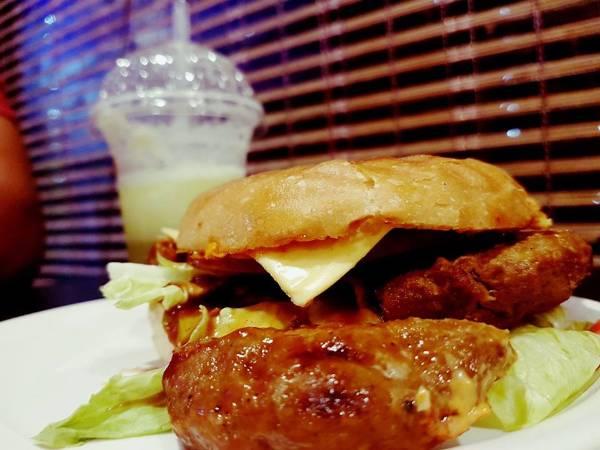 BBQ Chicken Burger, Zam Zam Bun Cafe, streetbell.com, www.streetbell.com