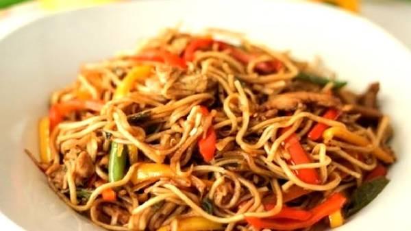 Chicken Noodles, Khasak Restaurant, streetbell.com, www.streetbell.com