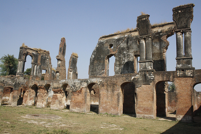 Lucknow 39 s nawab era monuments crumbling under chronic neglect for Archaeological monuments in india mural paintings