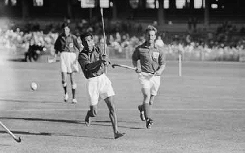 problem with hockey in india (2)lack of astroturf in india to practice the entire game is different as  let me  remind you india won 1975 hockey world cup and the problem is.