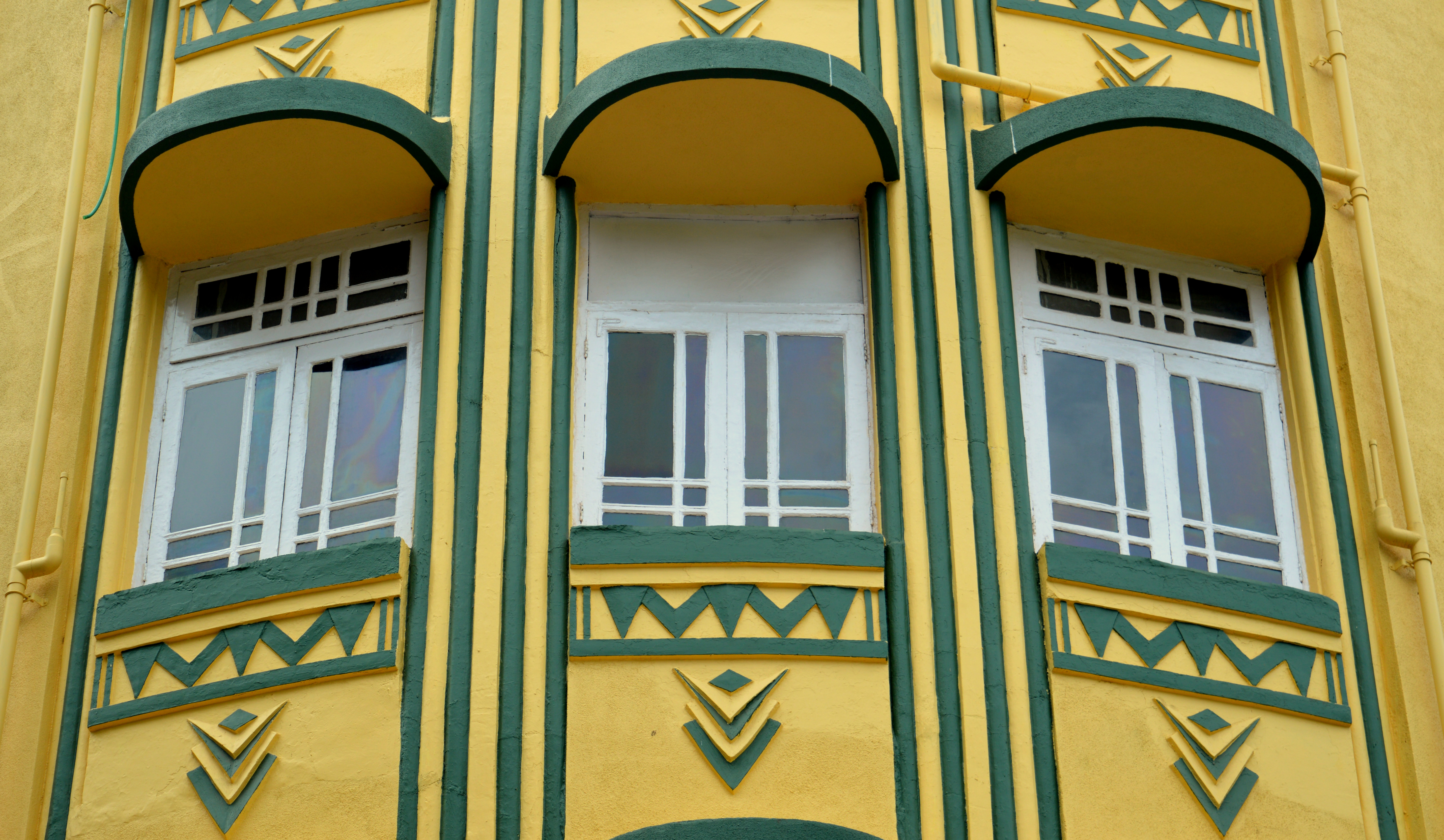 A walk down the oval an exhibition celebrates mumbai 39 s for Architecture art deco