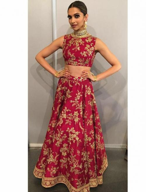 want a similar maroon crop top and skirt with full embroidery like deepika is wearing  ◦•●◉✿✲´*。.❄¨¯`*✲。❄。*。¨¯`*✲✲´* 😍 - SeenIt