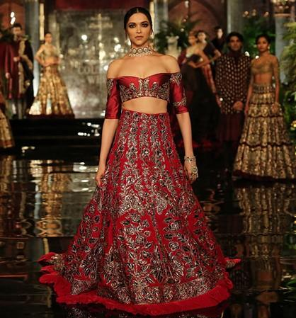 Deepika Padukone slayed the ramp in Manish Malhotra's decadent red lehenga at ICW 2016 - SeenIt