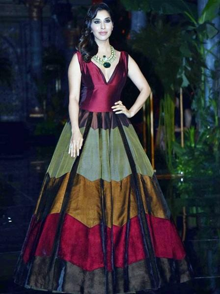 Sophie wore a stunning maroon gown by Manish Malhotra at the designer's show at ICW 2016 - SeenIt