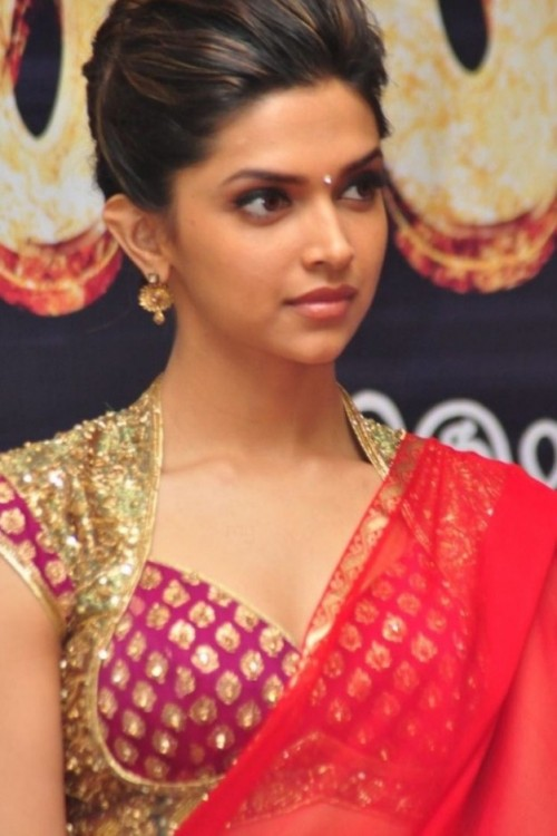 Want the maroon ethnic blouse that Deepika Padukone is wearing - SeenIt