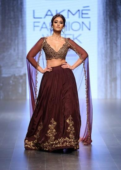 Ileana D'Cruz in Ridhi Mehra at the Lakme India Fashion Week 2016. - SeenIt