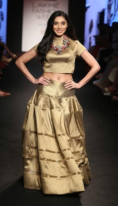 Pernia Qureshi in Pinakin at the Lakme India Fashion Week 2016. - SeenIt