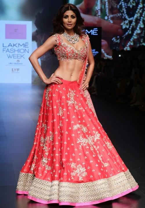Shilpa Shetty in Anushree Reddy at the Lakme India Fashion Week 2016. - SeenIt