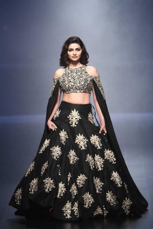 Prachi Desai in SVA by Sonam and Paras Modi at the Lakme India Fashion Week 2016. - SeenIt