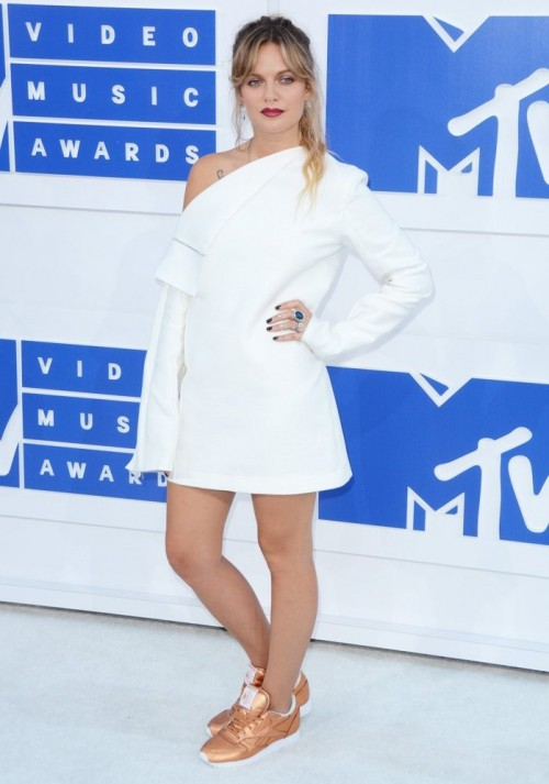 Tove Lo in Dion Lee at the MTV Video Music Award. - SeenIt
