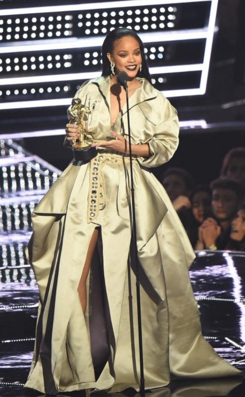 Rihana in Alexandra Vaulthier Couture at the MTV Video Music Award. - SeenIt