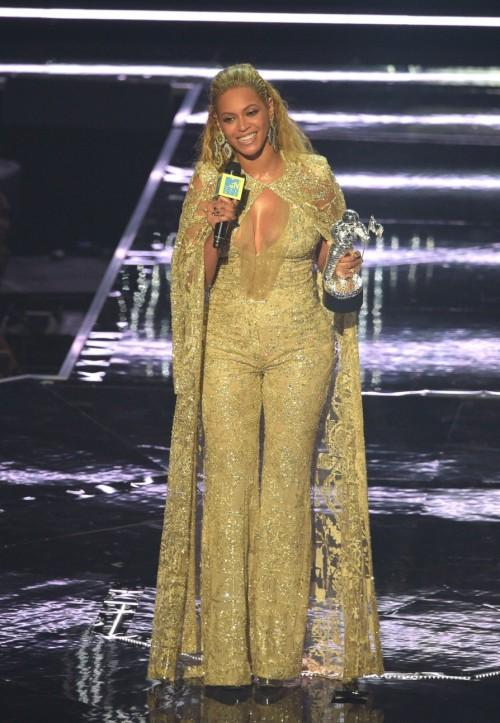 Beyonce in Elie Saab at the MTV Video Music Award. - SeenIt