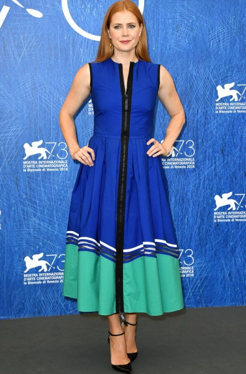 Amy Adams at the Arrival photocall at Venice Film Festival. Yay or Nay? - SeenIt