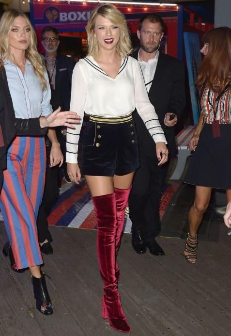 Taylor Swift during Tommy Hilfiger show at the New York Fashion Week. - SeenIt