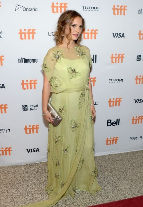 Natalie Portman dazzled on the red carpet in a chartreuse gown at Jackie premiere. - SeenIt