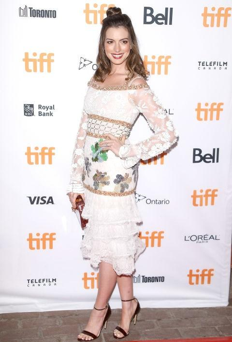 Beautiful in a Rodarte dress, Anne Hathaway stepped out on the carpet for her film