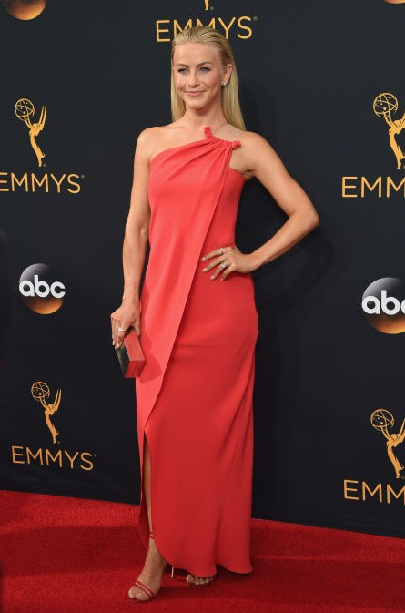 Julianne Hough in Aldo shoes and Simon G jewellery at Emmy Awards 2016. - SeenIt