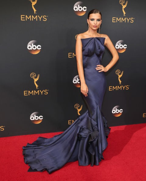 Emily Ratajkowski in a Zac Posen gown and H.Stern jewellery. - SeenIt