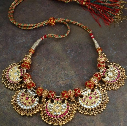 Get me a similar vintage kundan necklace for a wedding lehenga. - SeenIt