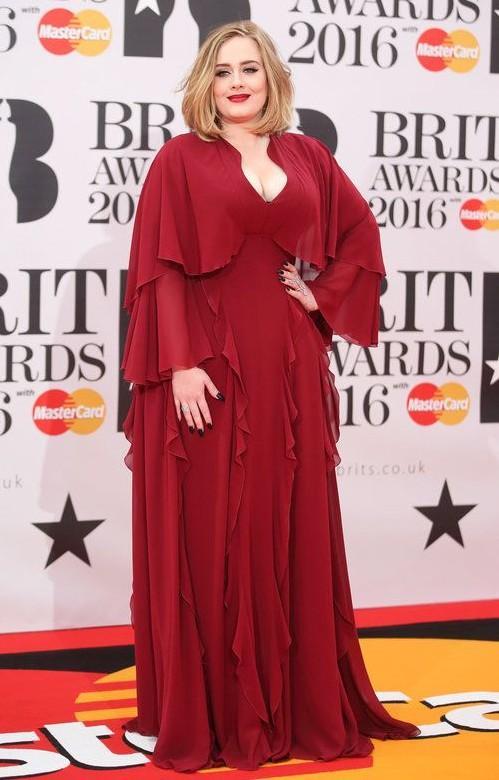 Adele in Giambattista Valli at the Brit Awards 2016. - SeenIt