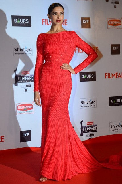 Deepika Padukone in Ralph & Russo Couture at the Filmfare Awards 2016. - SeenIt