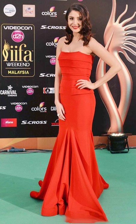 Anushka Sharma in Gauri and Nainika at the IIFA Awards 2015. - SeenIt