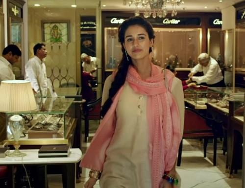 Want this Disha Patani look from MS Dhoni the movie- the white kurta and pink dupatta.. Please help me get this - SeenIt