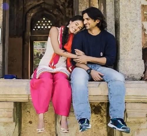 want sushant singh rajputs blue plain sweatshirt... Help me find a similar one - SeenIt