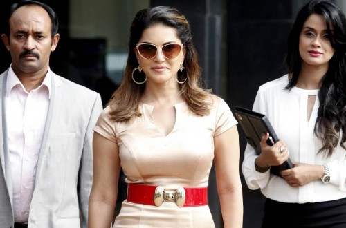 Want these Sunny Leone's sexy cat eye sunglasses! - SeenIt