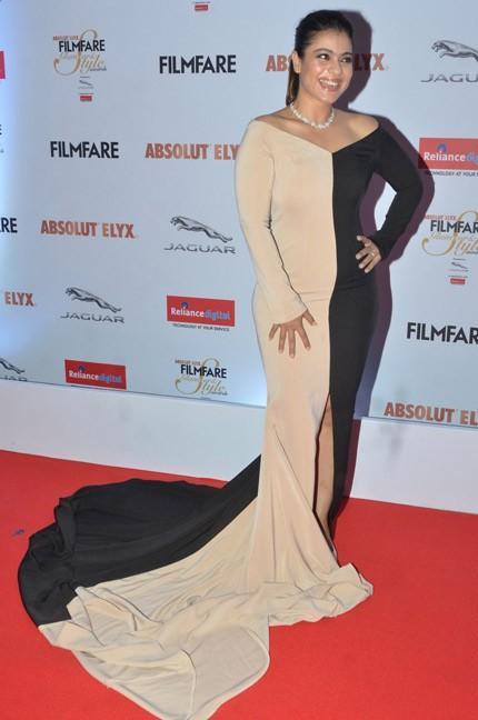 Kajol Devgan in Nikhil Thampi at the Filmfare Glamour And Style Awards 2016. - SeenIt