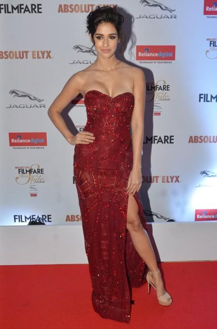 Disha Patani in Falguni and Shane Peacock at the Filmfare Glamour And Style Awards 2016. - SeenIt