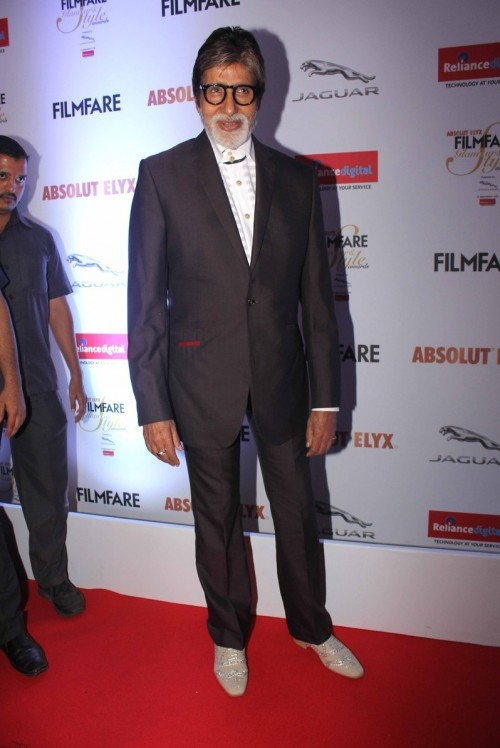 Amitabh Bachchan at the Filmfare Glamour And Style Awards 2016. - SeenIt