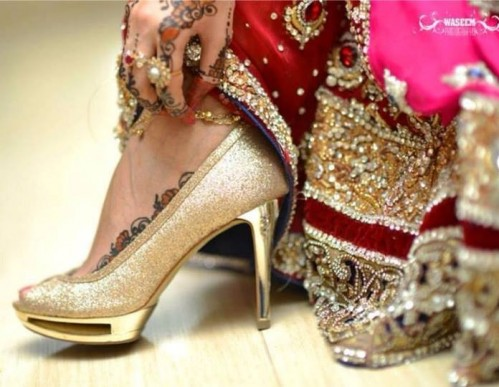Find me a similar pair of golden shimmery peep toes that is a combo of glossy and matte. - SeenIt