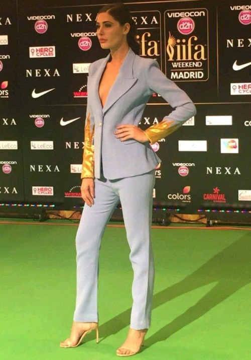 looking for nargis fakhris pant suit any colour. but same colr n fabric of upper n lower. - SeenIt