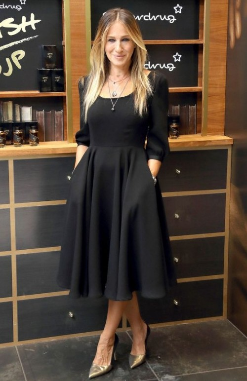 Sarah Jessica Parker in a black midi dress and leather beige heels looks super gorgeous ! - SeenIt