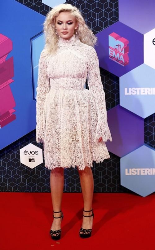 Zara Larsson in Ermando Scervino at the EMA Awards. - SeenIt