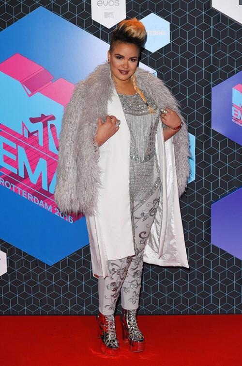 Eva Simons at the EMA Awards. - SeenIt
