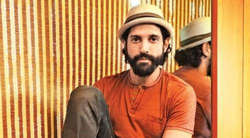 Want this Farhan Akhtar's cool beige hat from the movie Rock On 2. - SeenIt