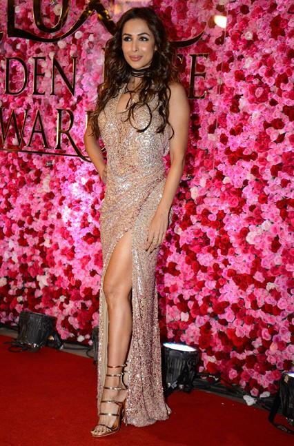 Malaika Arora Khan in Monisha Jaising at Lux Golden Rose Awards 2016. - SeenIt