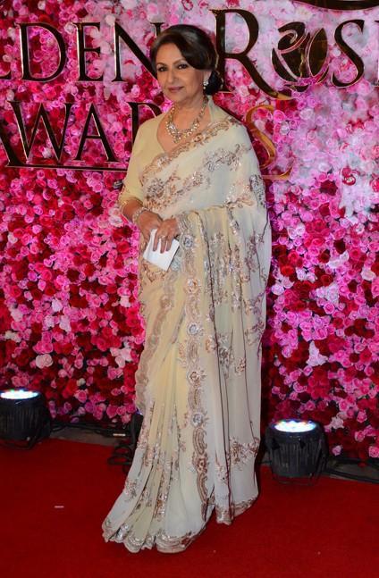 Sharmila Tagore in Suneet Varma at Lux Golden Rose Awards 2016. - SeenIt