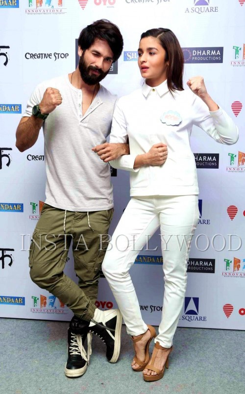 i want these similar olive green cotton pants as seen on Shahid Kapoor - SeenIt