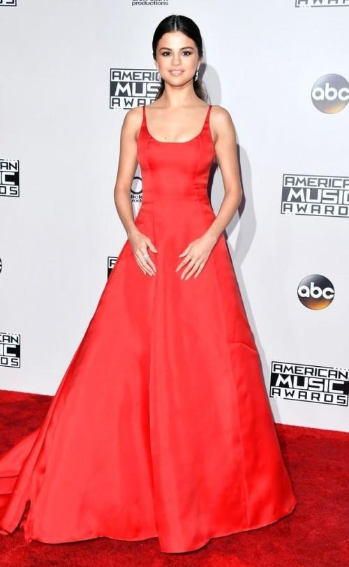 Selena Gomez in Prada at the American Music Awards 2016. - SeenIt