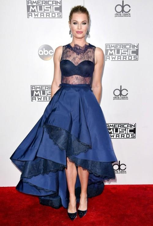 Rebecca Romijn in Rita Vinieris at the American Music Awards 2016. - SeenIt