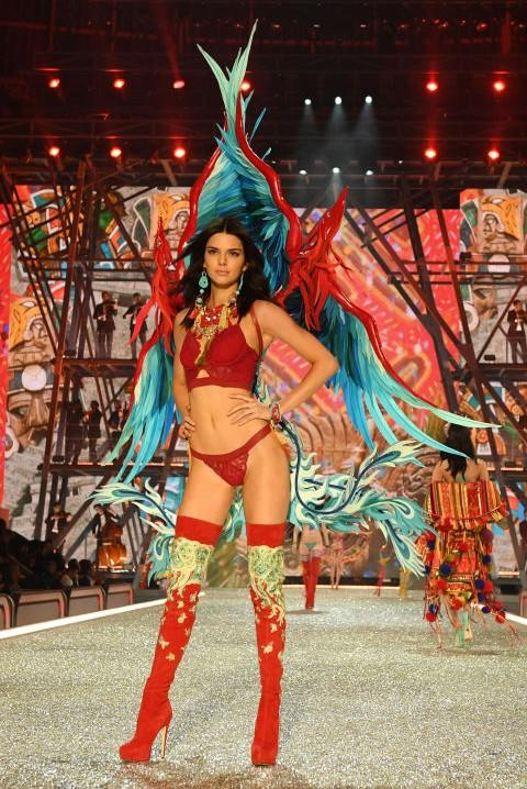 Kendall Jenner stormed the runaway at the Victoria's Secret Fashion Show 2016. - SeenIt