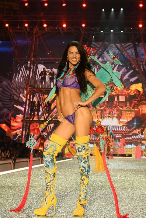 Beautiful as ever! Adriana carried the look perfectly during Victoria's Secret Fashion Show. - SeenIt