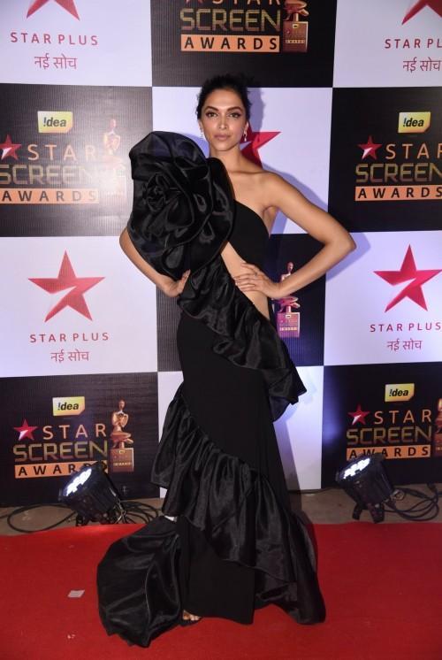 Deepika Padukone flaunted a Gauri and Nainika gown at the Star Screen Awards 2016. - SeenIt