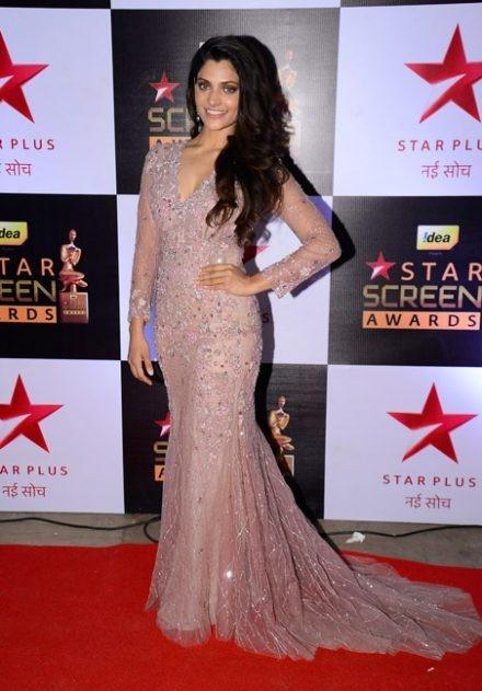Saiyami Kher looks perfect in this Dolly J embellished gown at the Star Screen Awards 2016. - SeenIt
