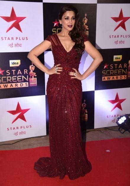 Not less than a goddess! Sonali in Falguni and Shane Peacock at the Star Screen Awards 2016. - SeenIt
