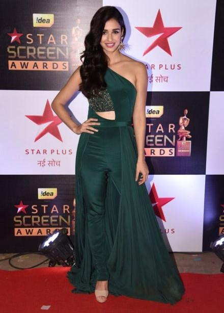 Disha Patani did complete justice to this Swapnil Shinde outfit at the Star Screen Awards 2016. - SeenIt